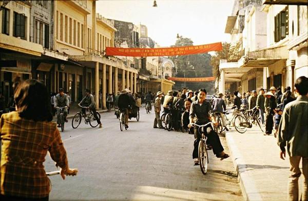 boi-hoi-khi-nhin-nhung-buc-anh-mau-ha-noi-nhung-nam-1970-2