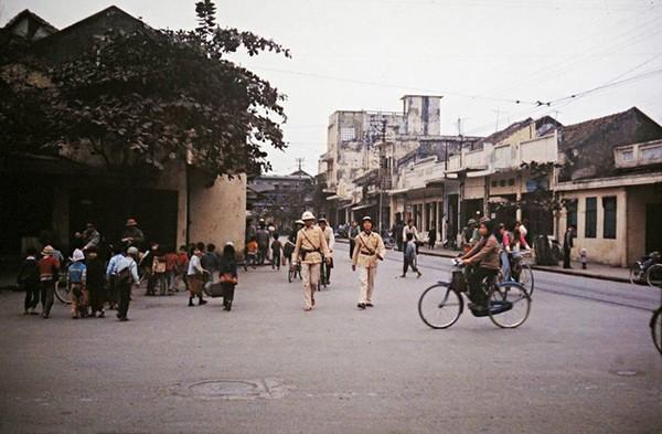 boi-hoi-khi-nhin-nhung-buc-anh-mau-ha-noi-nhung-nam-1970-6