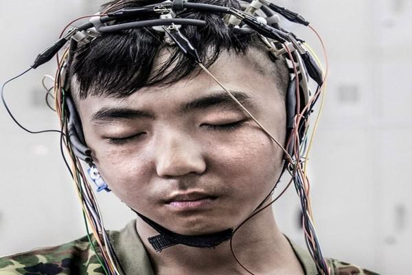 ben-trong-trai-cai-nghien-internet-khac-nghiet-noi-tieng-bac-kinh-0