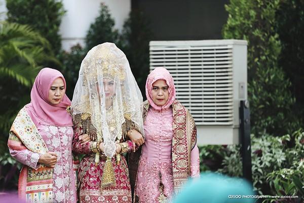 dam-cuoi-dat-vang-cua-tai-tu-dien-trai-nhat-indonesia-2