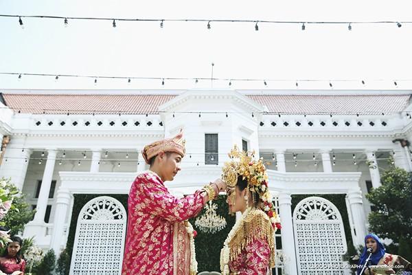 dam-cuoi-dat-vang-cua-tai-tu-dien-trai-nhat-indonesia-5