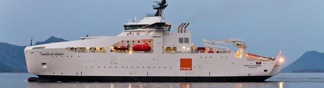 Chiếc tàu sửa chữa cáp Pierre de Fermat của nhà mạng Orange, Pháp